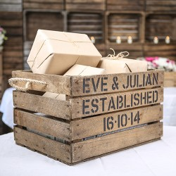 APPLE BOX: How to use a wooden crate at your vintage wedding.